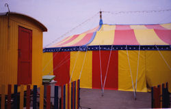 Sirkuksen teltta