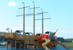 big_pirateboat.jpg 44k