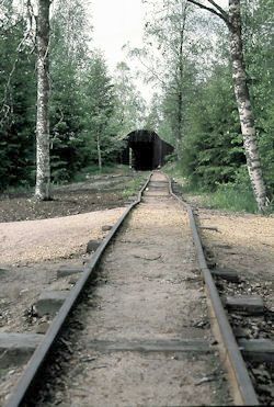 tunneli2_iso.jpg 170k