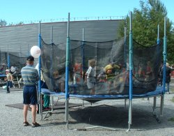 big_trampolin.jpg 83k