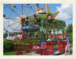KIDDIE FERRIS WHEEL - Height restriction: must be less than 140cm (55') to ride