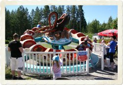 OCTOPUS - Height restriction: must be at least 100cm (39') to ride. An adult customer can bring a child whose height is less than 100cm (39