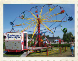 PARATROOPER - Height restriction: must be at least 120cm (47') to ride, 100-120cm (39-47') with adult